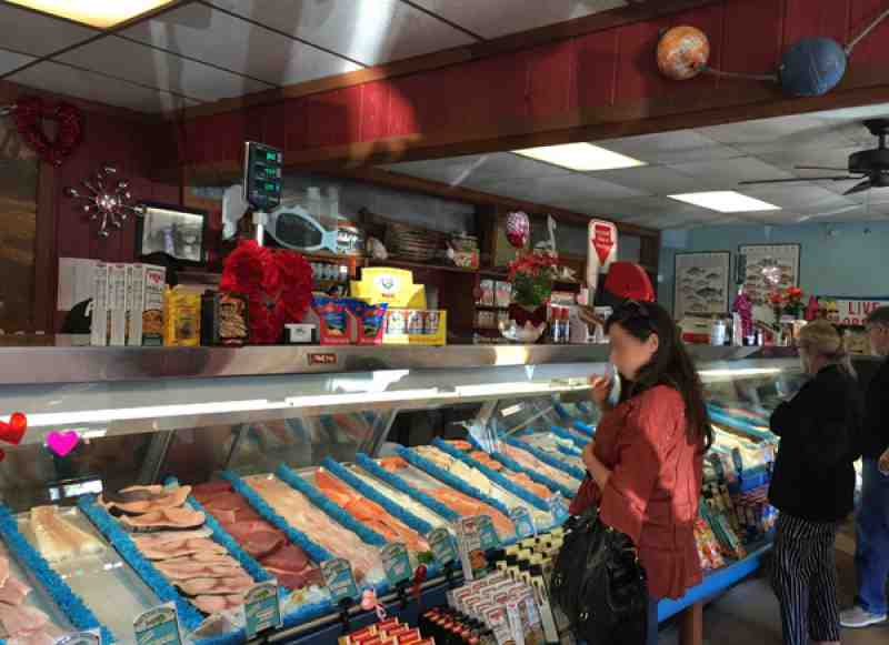 Review of pop s fish market 33441 131 w hillsboro blvd for Pops fish market